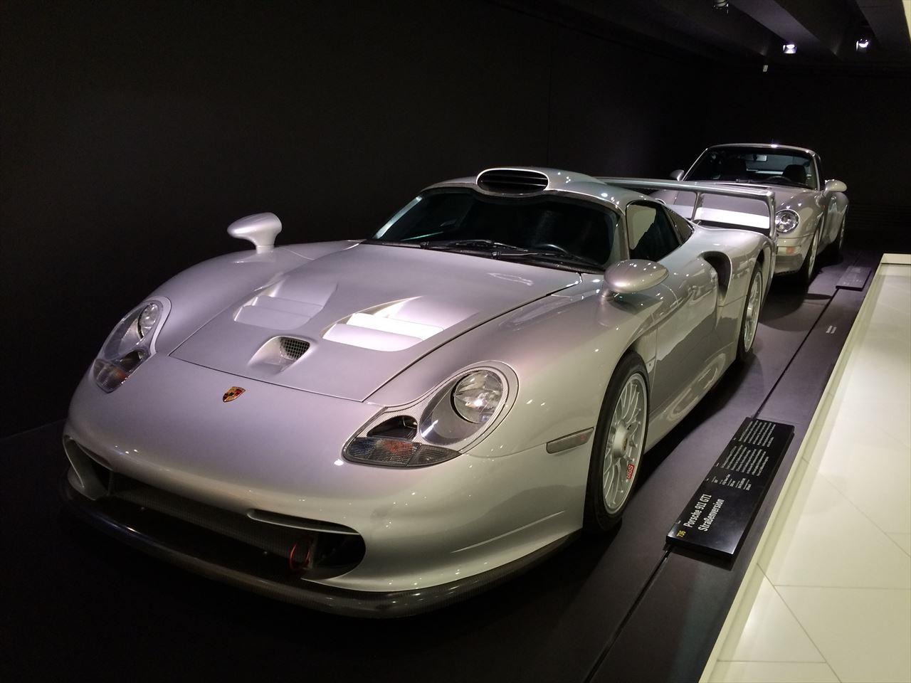 マクラーレン・F1」に対抗しポルシェ911をベースに開発した、LM,GT1規定のレーシングカーなんですその「ポルシェ・911 GT1 」のホモロゲを取るために作られた車です